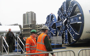 A-tunnel-boring-machine-in-London-in-2012--450