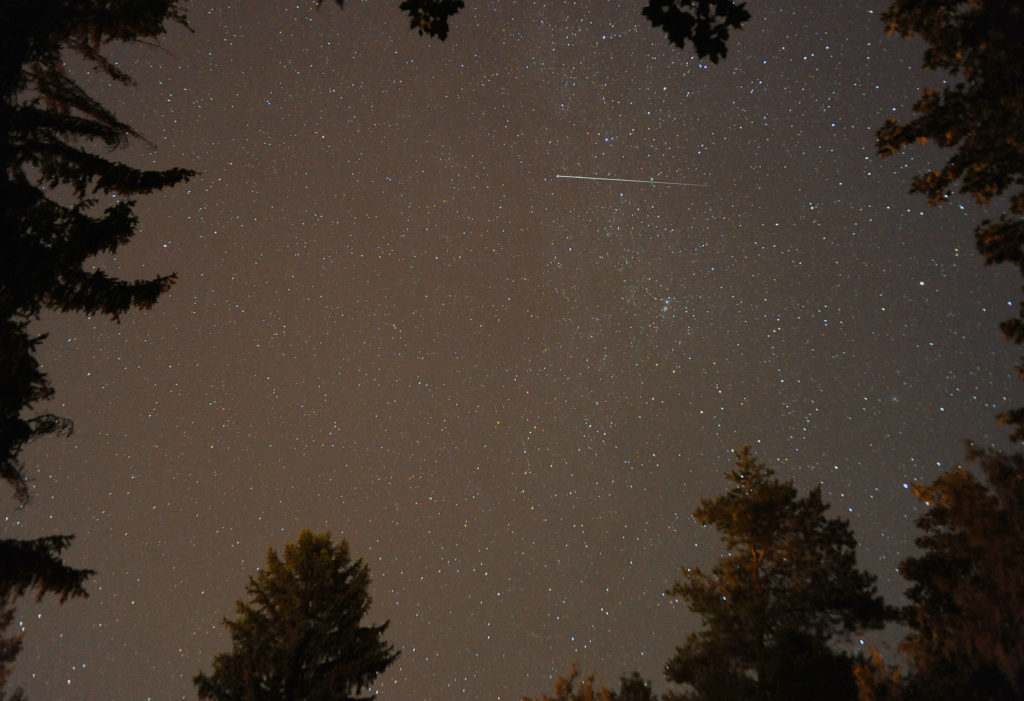 2016-Perseid-shower-web